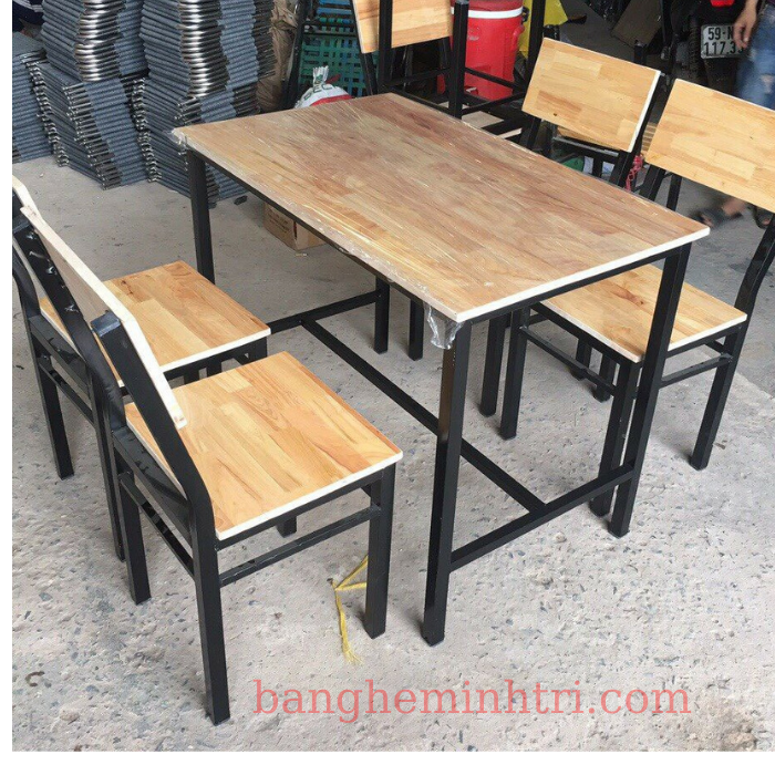 bàn ghế quán ăn.